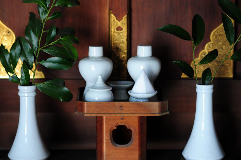 神棚にお供えする「神具」と「神饌」 その配置と供え方