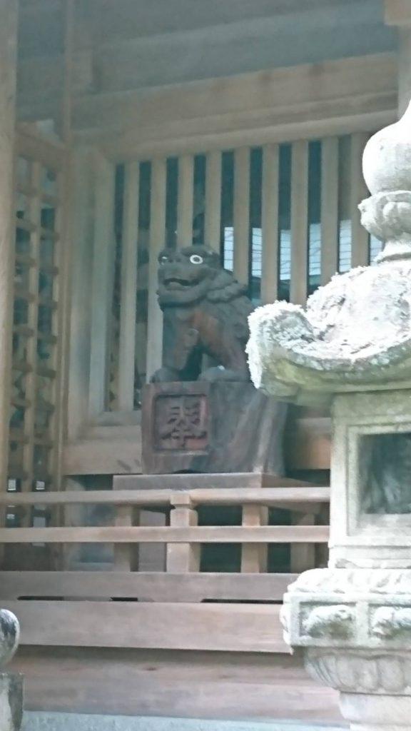 木彫りの狛犬