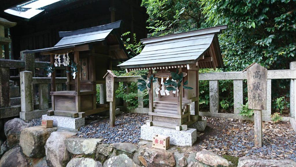 五社大明神社 境内 左:金刀比羅社 右:高蔵社