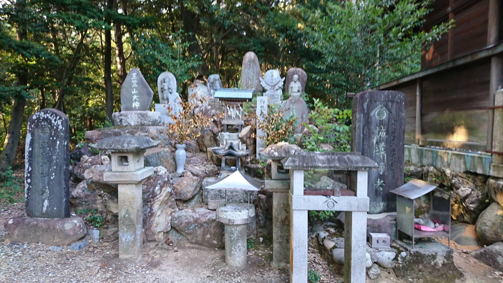 五社大明神社 拝殿 左